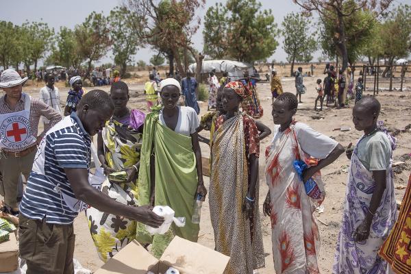 Sudánske ženy čakajú na