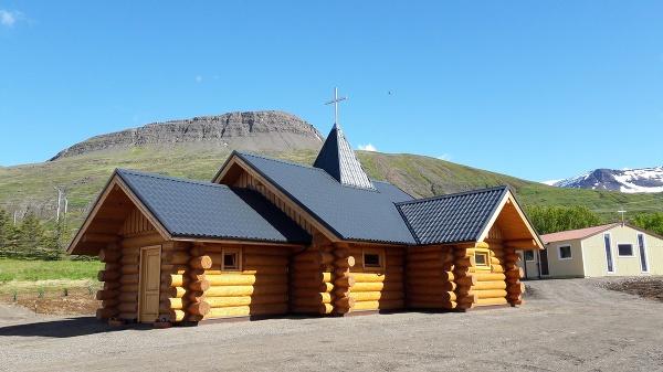 Drevený kostolík v Reydarfjördure,