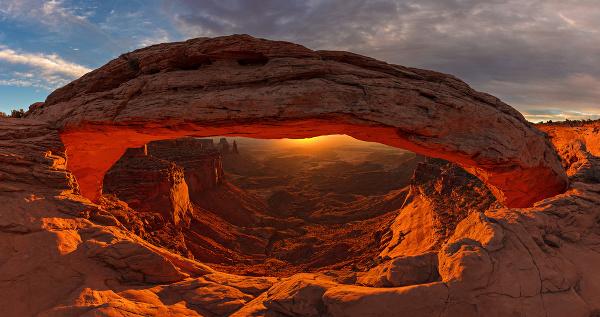 Kamenný oblúk Mesa Arch,