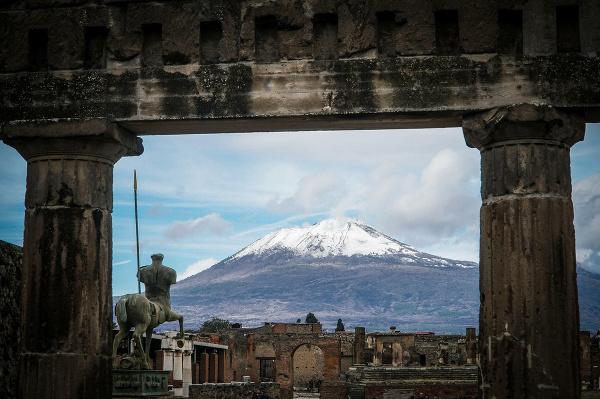 Zasnežená sopka Vezuv, Taliansko