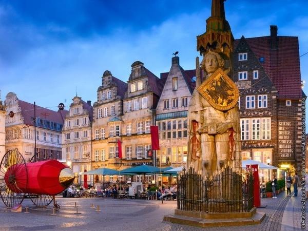 Brémy: Rolandova socha na