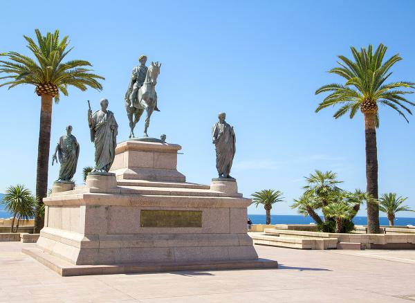 Napoleonova socha v meste