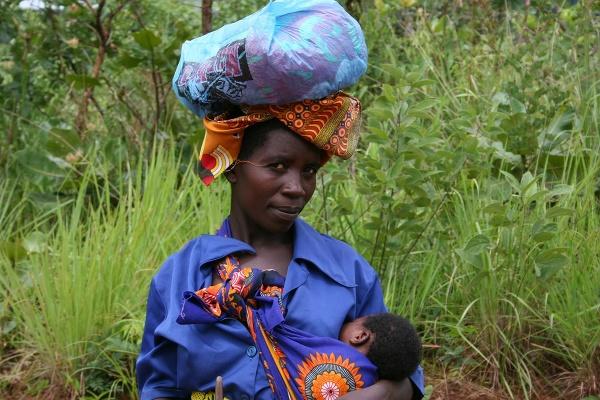 Obyvateľka Mozambiku s dieťaťom