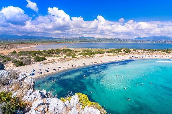 Pláž Voidokilia na Peloponéze.