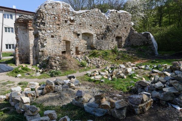 Ruiny kláštorného komplexu na
