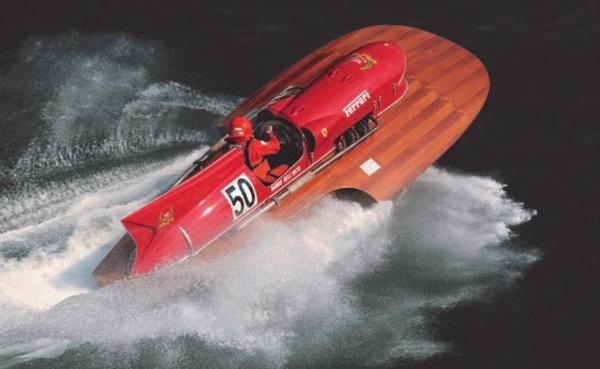 Na jedinečnej lodi Ferrari
