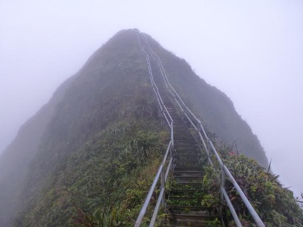 Nebezpečné schody Haiku priťahujú