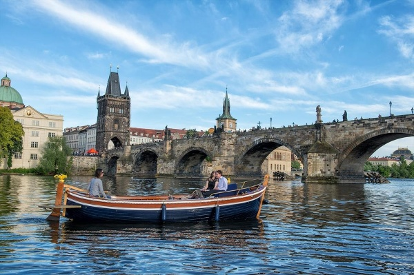 Loď na Vltave