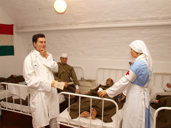 Sziklakorhaz, Nemocnica v skale