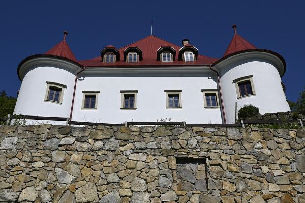 Kaštieľ Burg v obci