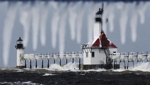 Zamrznutý maják v Michigane