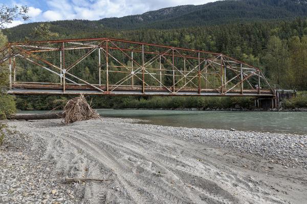 Starý most nad riekou