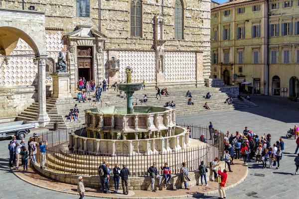 Piazza IV Novembre v