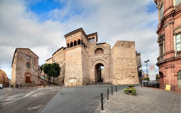Etruský oblúk alebo Augustova