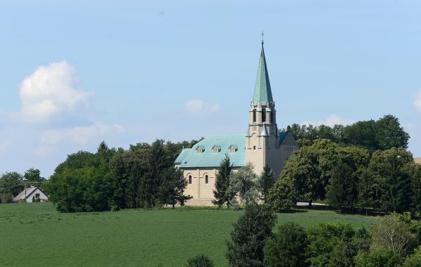 Neorománsky rímskokatolícky Kostol svätého