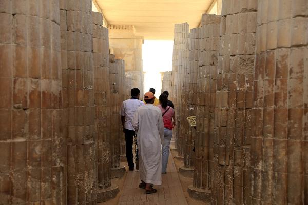 Turisti na návšteve stupňovitej