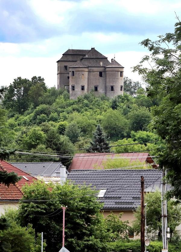 Renesančný kaštieľ v obci