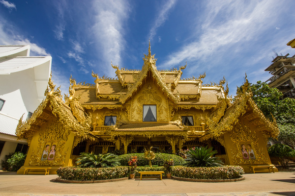 Zlaté toalety v chráme