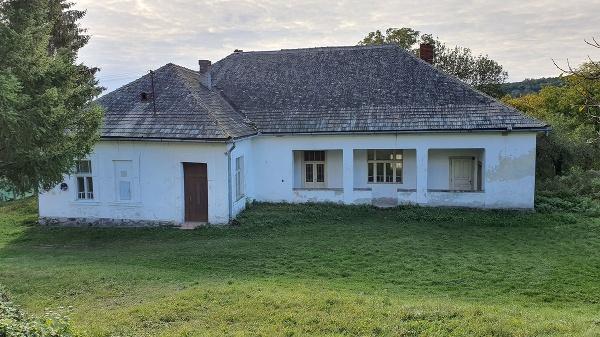 Bývalá fara v obci