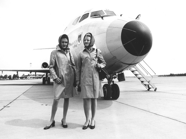 Letušky Austrian Airlines v