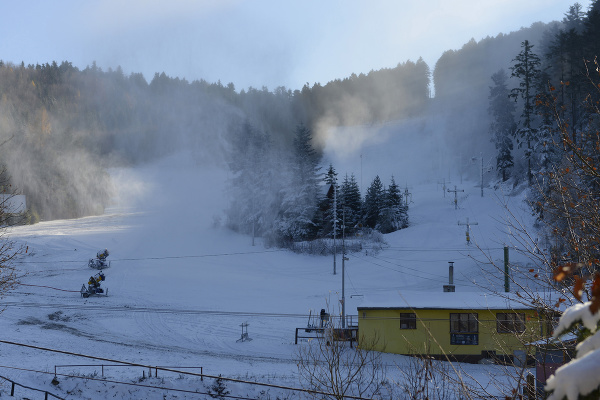 Zasnežovanie v zimnom stredisku