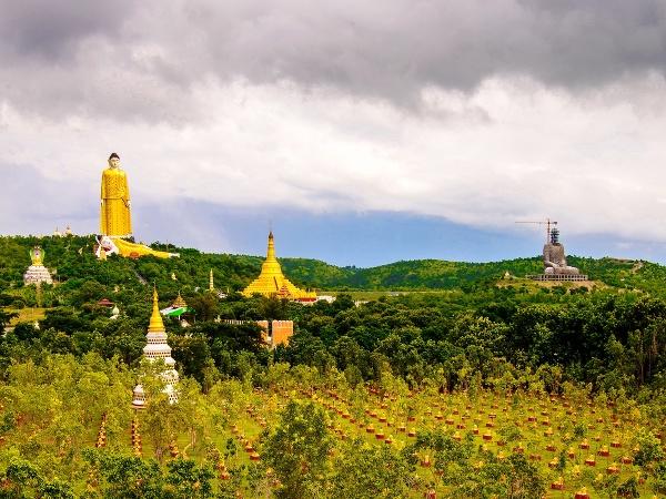 Stojaci Buddha Laykyun Sekkya