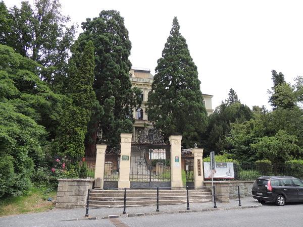 Ohradový múr botanickej záhrady