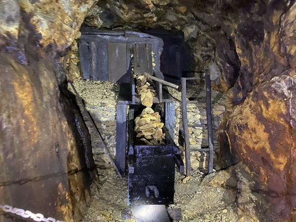 Opálové bane Červenica