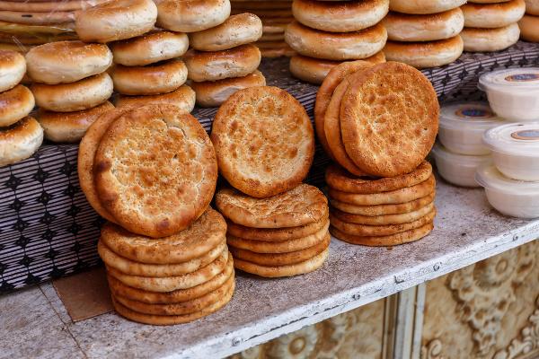 Chlieb naan na bazáre