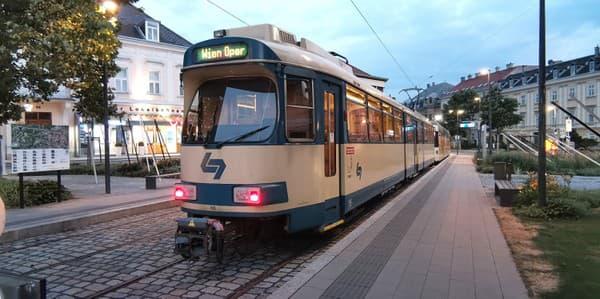 Badner Bahn, lokálna eletrička