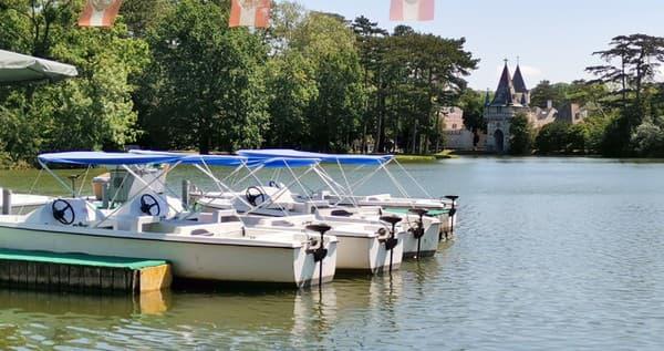 Laxenburský park s rybníkom,