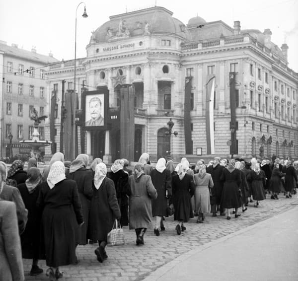 Hviezdoslavovo námestie na historických