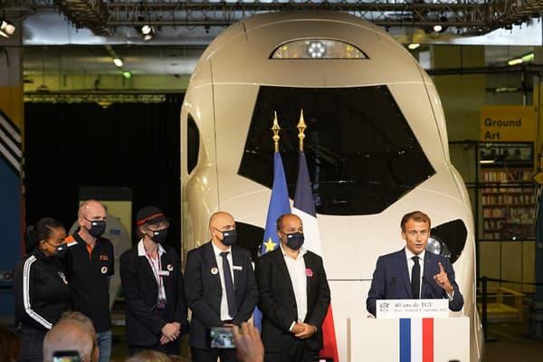 Macron predstavil nový model