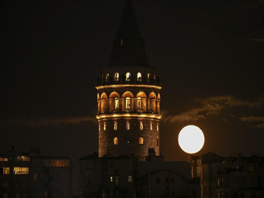 Jas nočného mesiaca