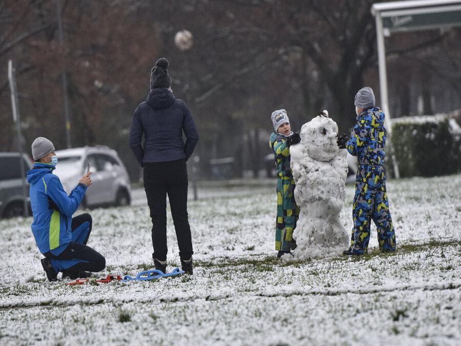 Snehuliak už stojí