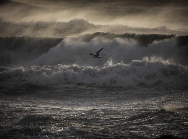 Rozbúrené more.