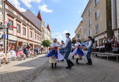 Trochu folklóru v meste