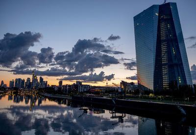 Pokojný večer pri rieke