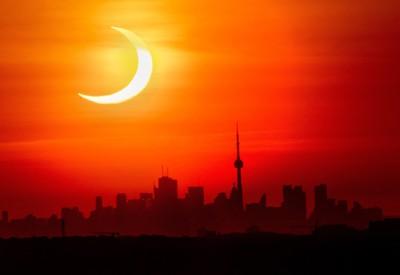 Vychádzajúce slnko nad Torontom