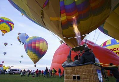 Obloha plná balónov