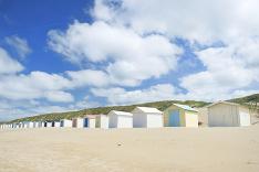 Plážové chatky dotvárajú atmosféru