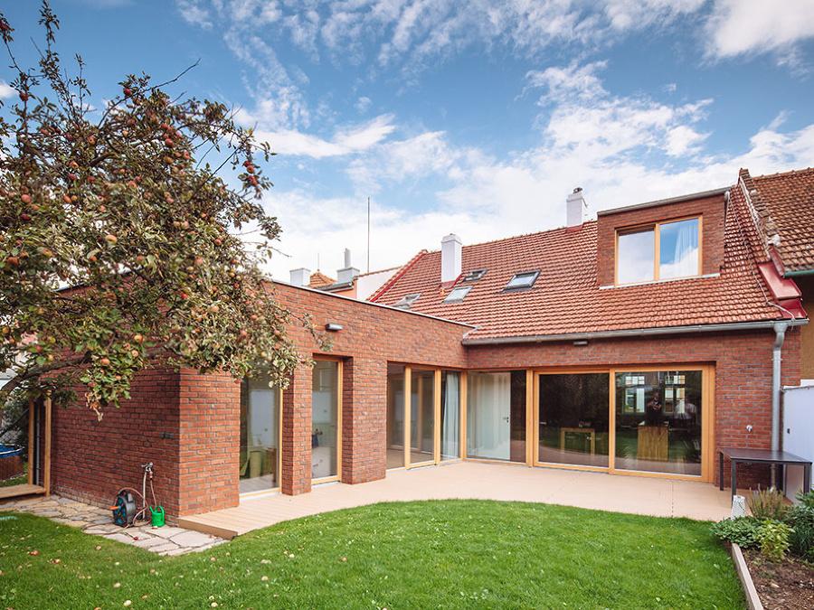 Dom z tridsiatych rokov ako moderné bývanie pre rodinu