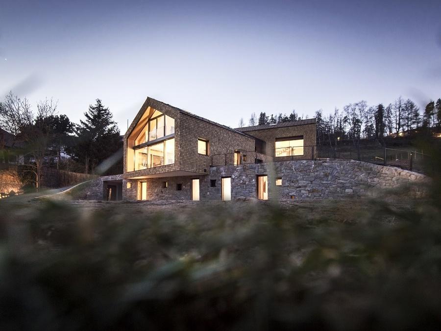 Rozľahlý rodinný dom v lone prírody, ktorý nepôsobí rušivo