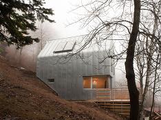 Futuristický dom ponúka príjemné bývanie pre mladú rodinu s dieťaťom