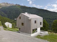 Minimalistická chata s nezvyčajným interiérom