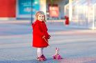 V červenom kabátiku