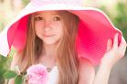 V ružovom klobúčiku