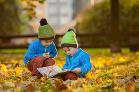 V prírode pri knihe