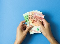 Fíni platia každý mesiac