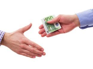 Poziciam peniaze na ruku nitra